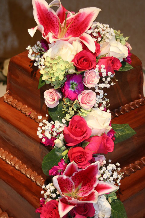 Chocolate Cake Decorated With Flowers : Wedding Cake Gallery - Decorated Wedding Cakes