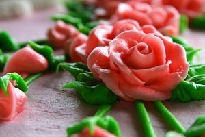 icing roses made with petal and leaf tips